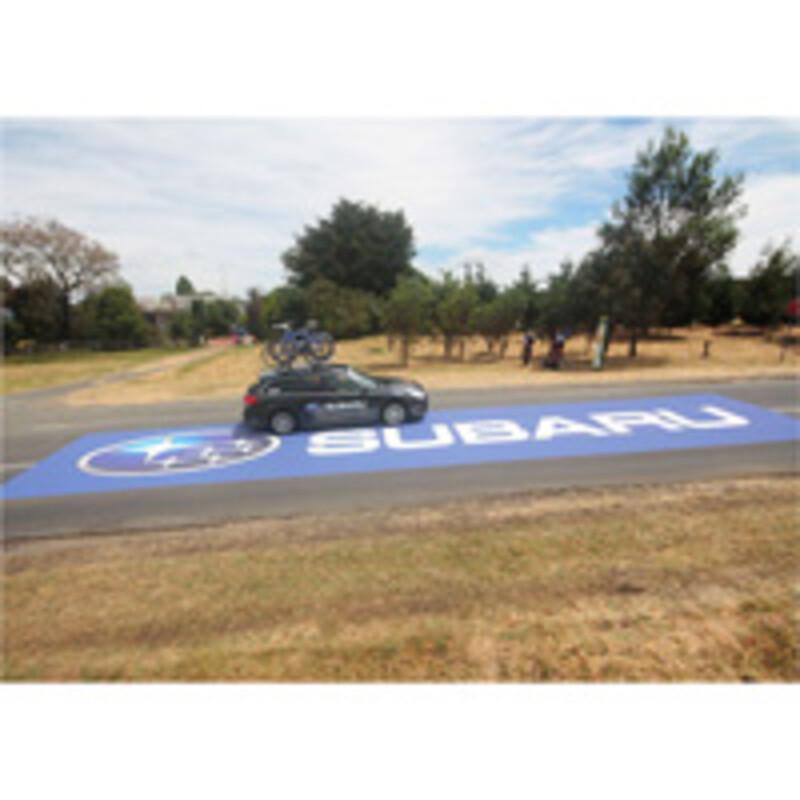 Asphalt Art - decoration de sols en exterieur - adhesif - film adhesif multicouche - signaletique sur des sols exterieurs - Encres UV - Encre Latex - lamination liquide- Antalis