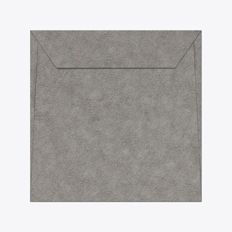 Enveloppe Curious Alchemy - Enveloppe de creation avec effet metal patine mat- Enveloppe de communication - disponible en 5 coloris - Antalis